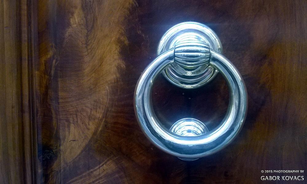 door knocker https://gtk395.files.wordpress.com/2015/10/wp_20150323_001.jpg